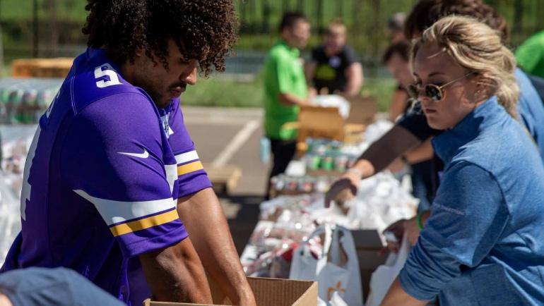Kendricks joins Polaris volunteers in packing meal bags